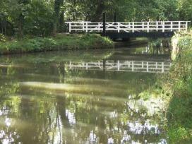 basingstoke canal swing bridge