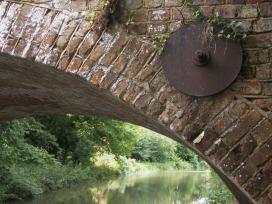 basingstoke canal bridge