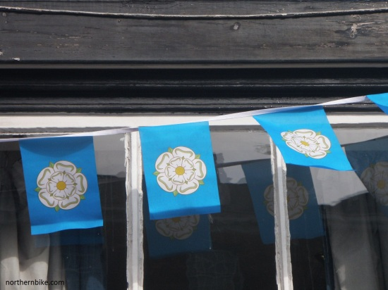 York - tour de Yorkshire - Yorkshire flags