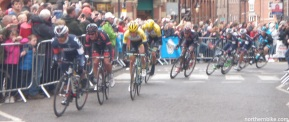 York - tour de Yorkshire - mens race on city centre lap